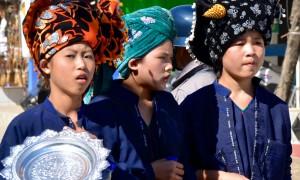 """Saying """"Mingalaba""""  in Myanmar"""